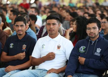 Estudiantes con camiseta de Identidad CUValles